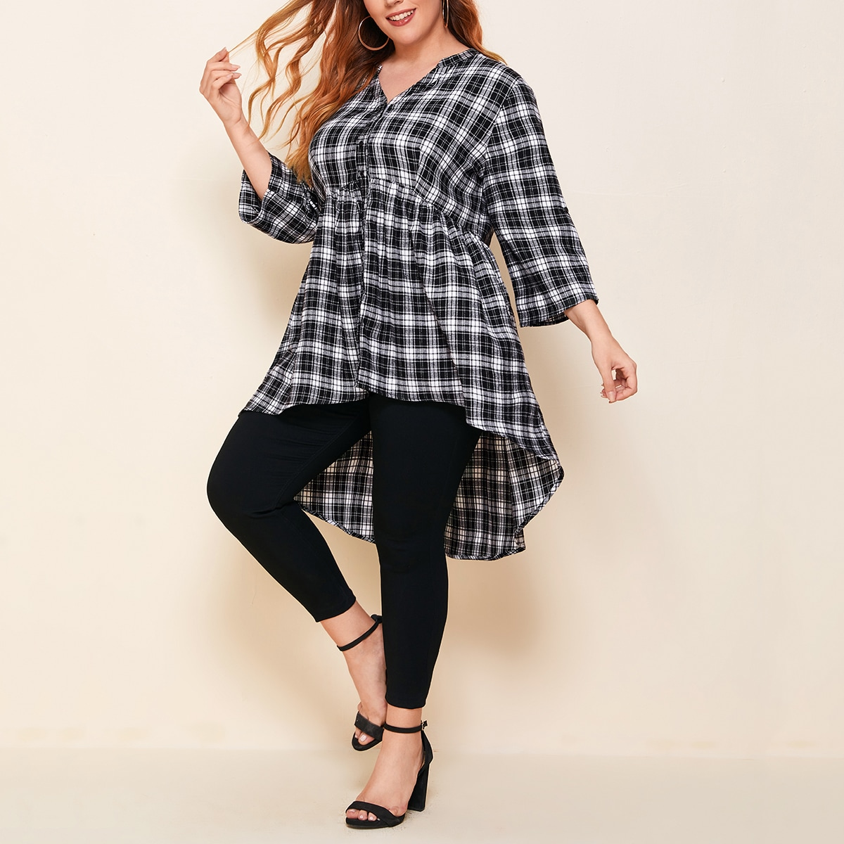 Асимметричная блузка размера плюс