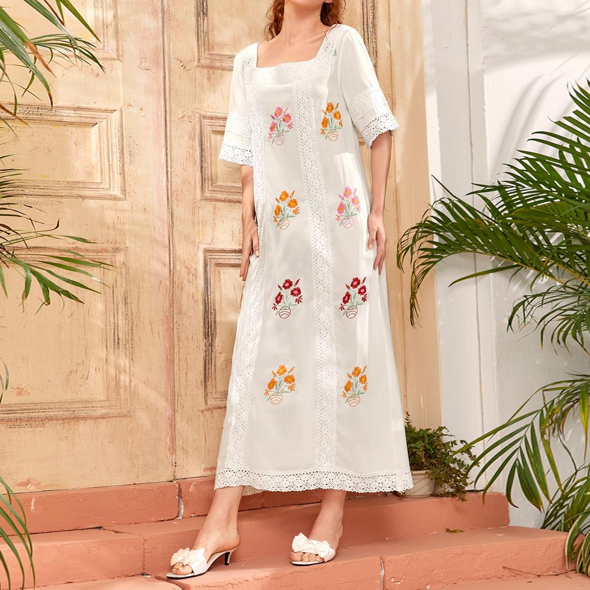 Платье с цветочной вышивкой и лацканом