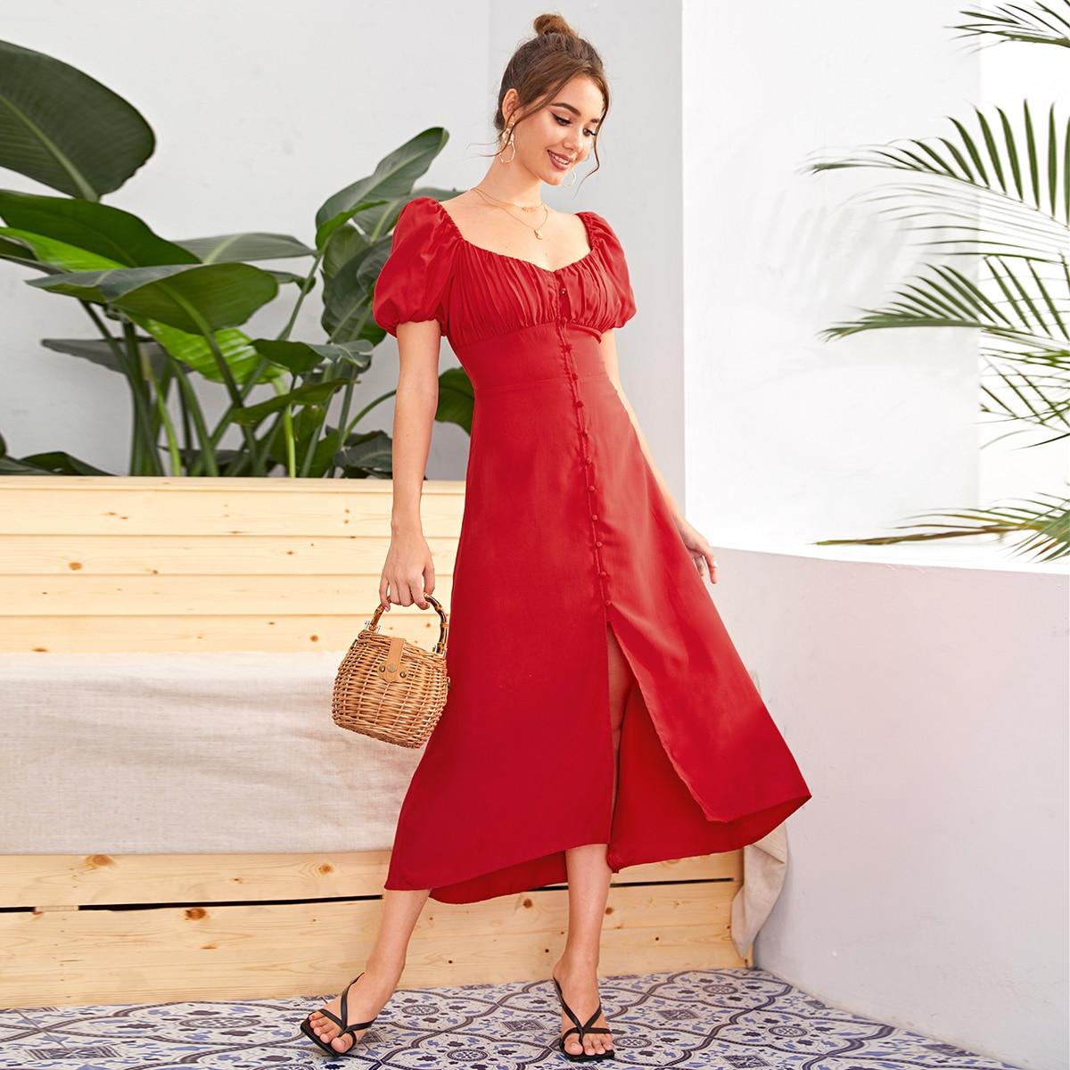 Платье со сборками и пуговицами