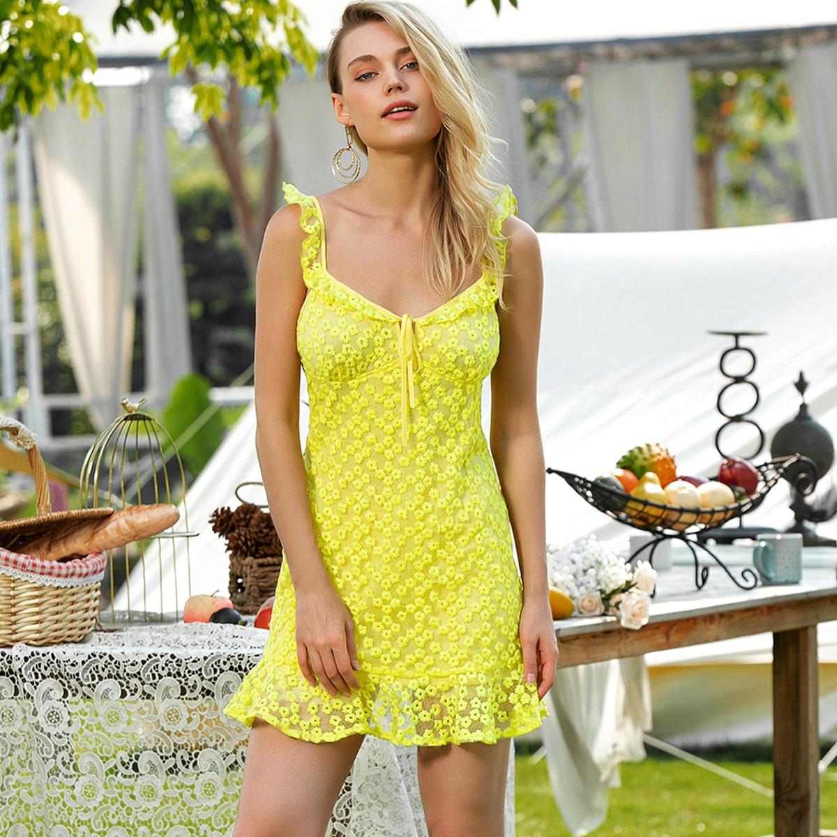 Сетчатое платье с оборками и вышивкой