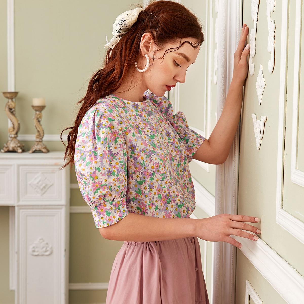 Блузка с пышным рукавом и цветочным принтом
