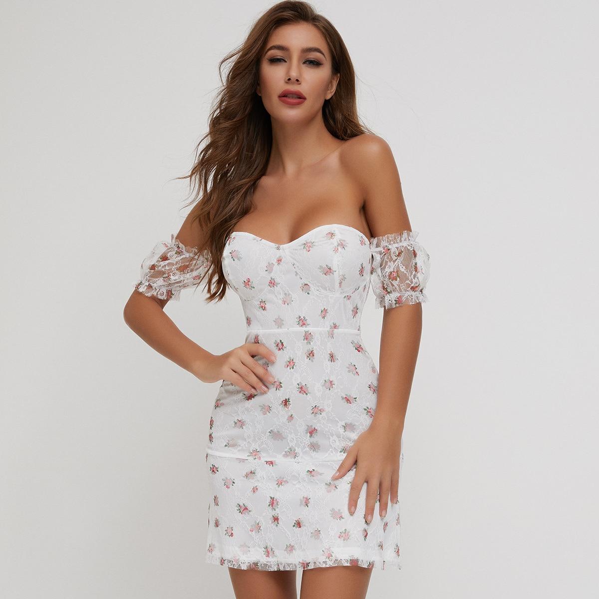 кружевное платье с цветочным принтом и пышным рукавом