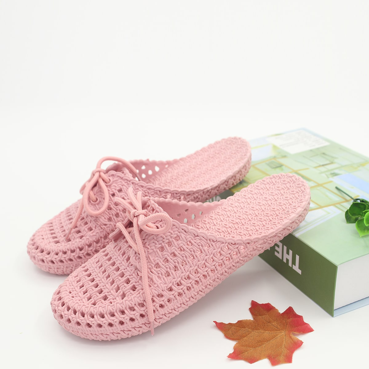 Круглые тапочки на шнурках