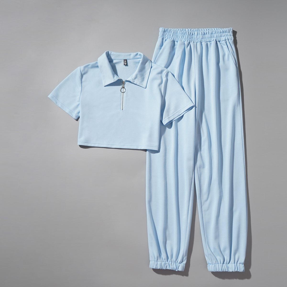 Короткая футболка на молнии и спортивные брюки