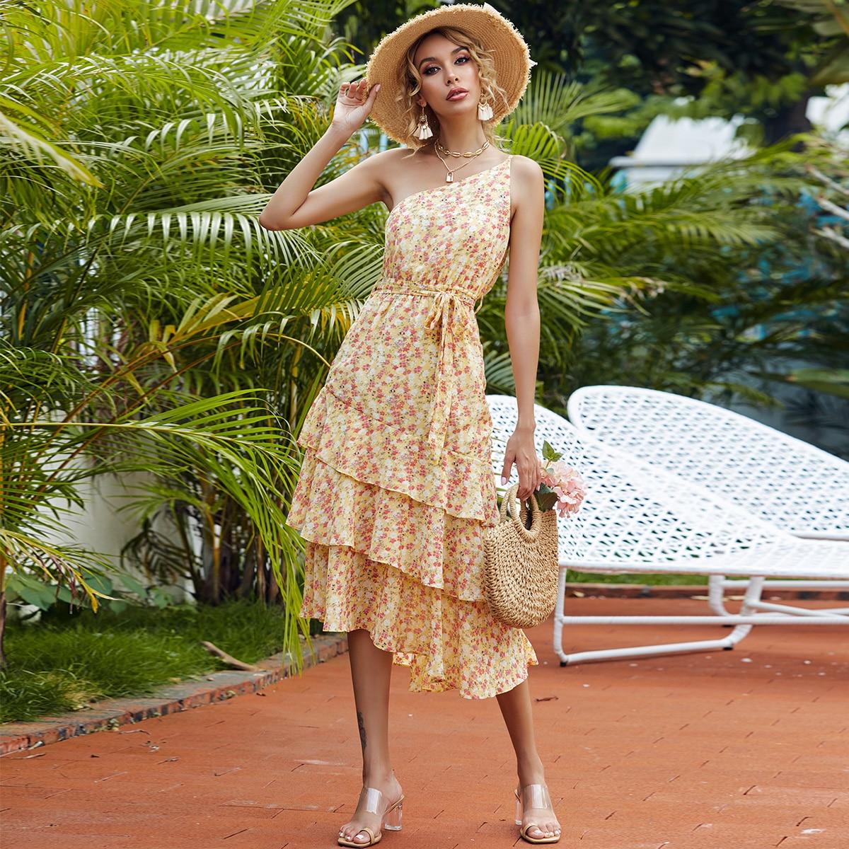 платье с цветочным принтом и поясом на одно плечо