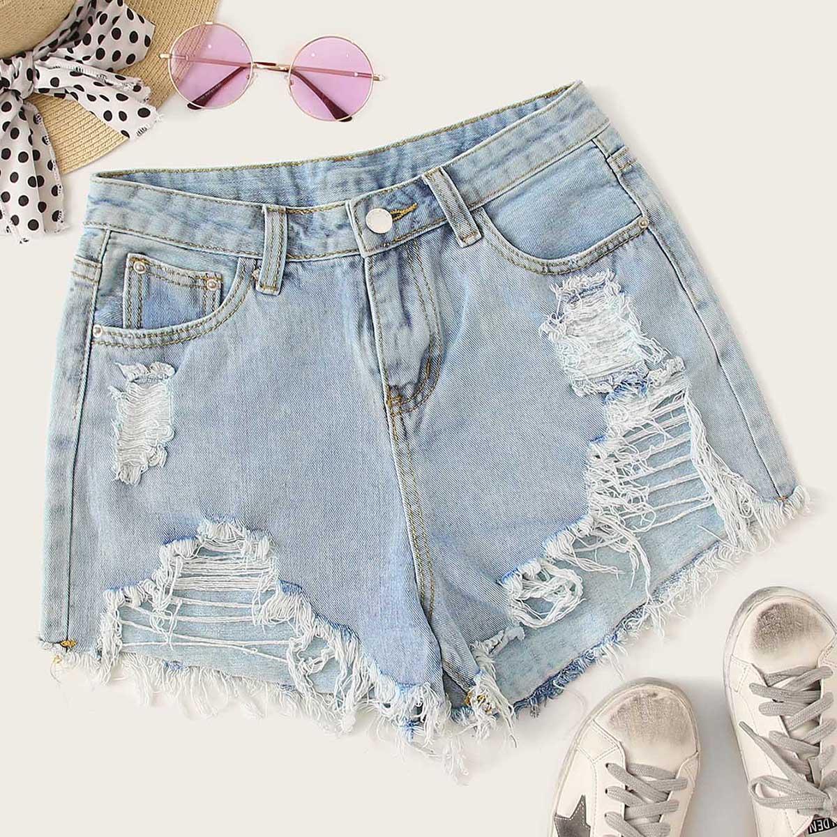 Рваные джинсовые шорты с необработанным низом