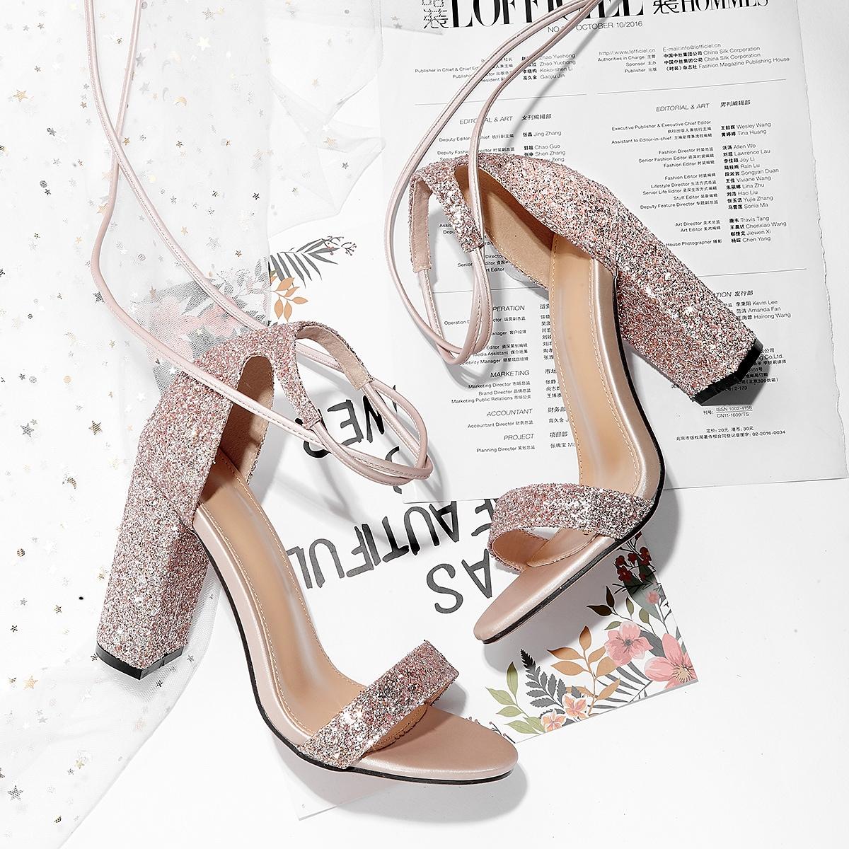 Блестящие сандалии с массивным каблуком