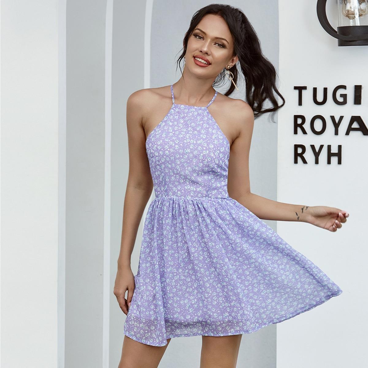 Платье с цветочным принтом и разрезом сзади