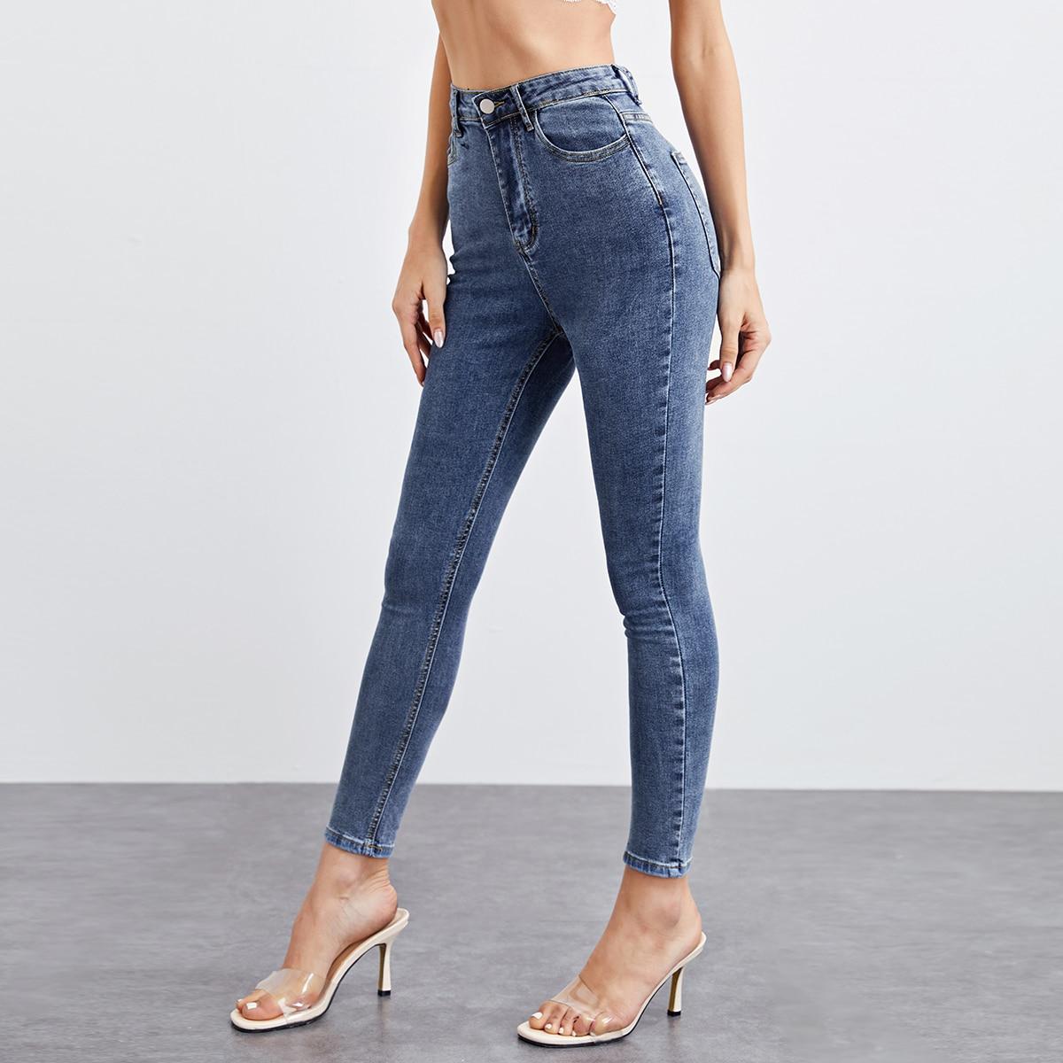 Облегающие короткие джинсы