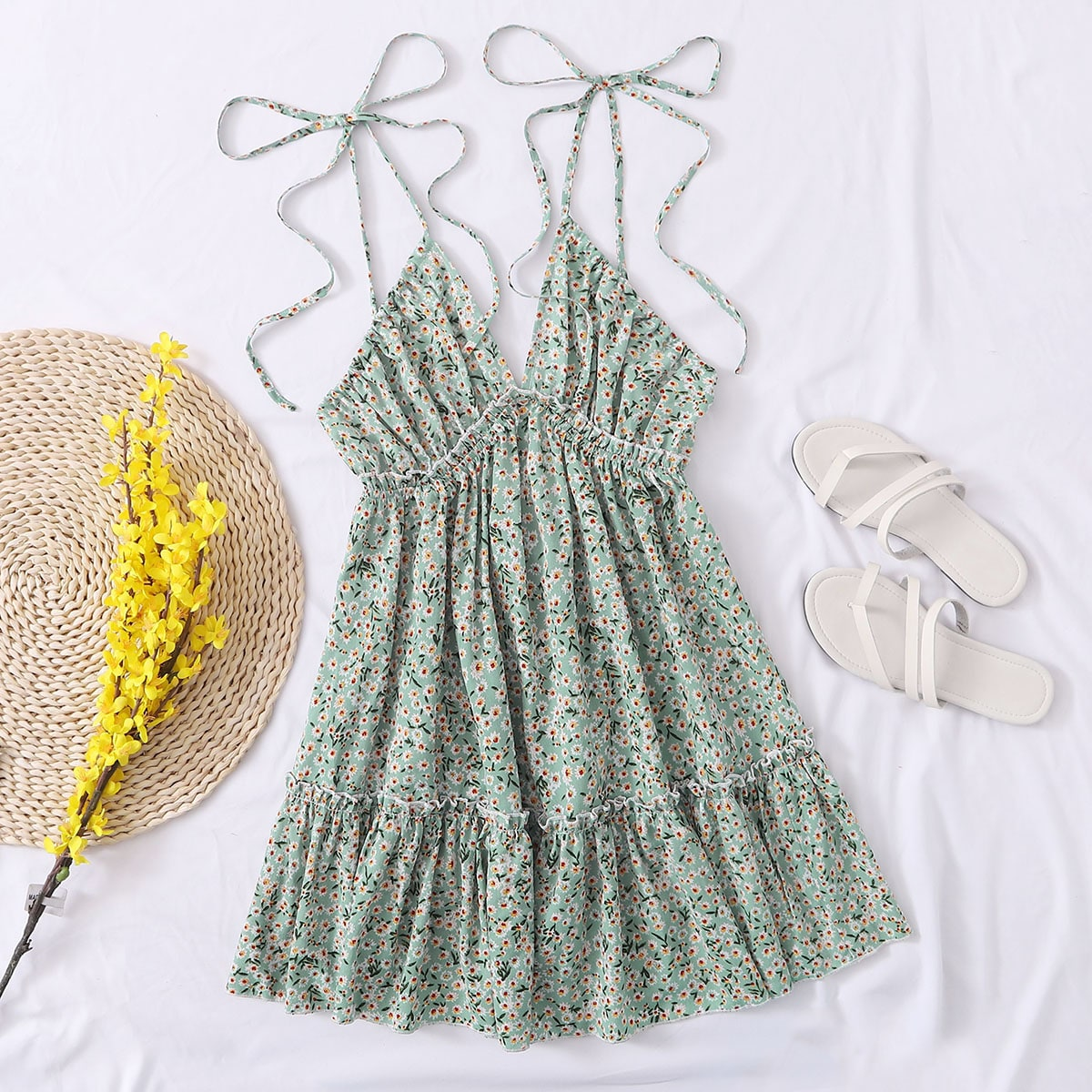 Платье с открытой спинкой и цветочным принтом