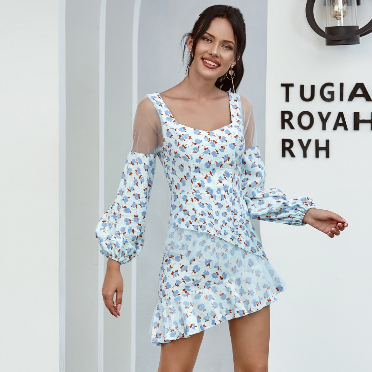 Платье с цветочным принтом и сетчатой вставкой