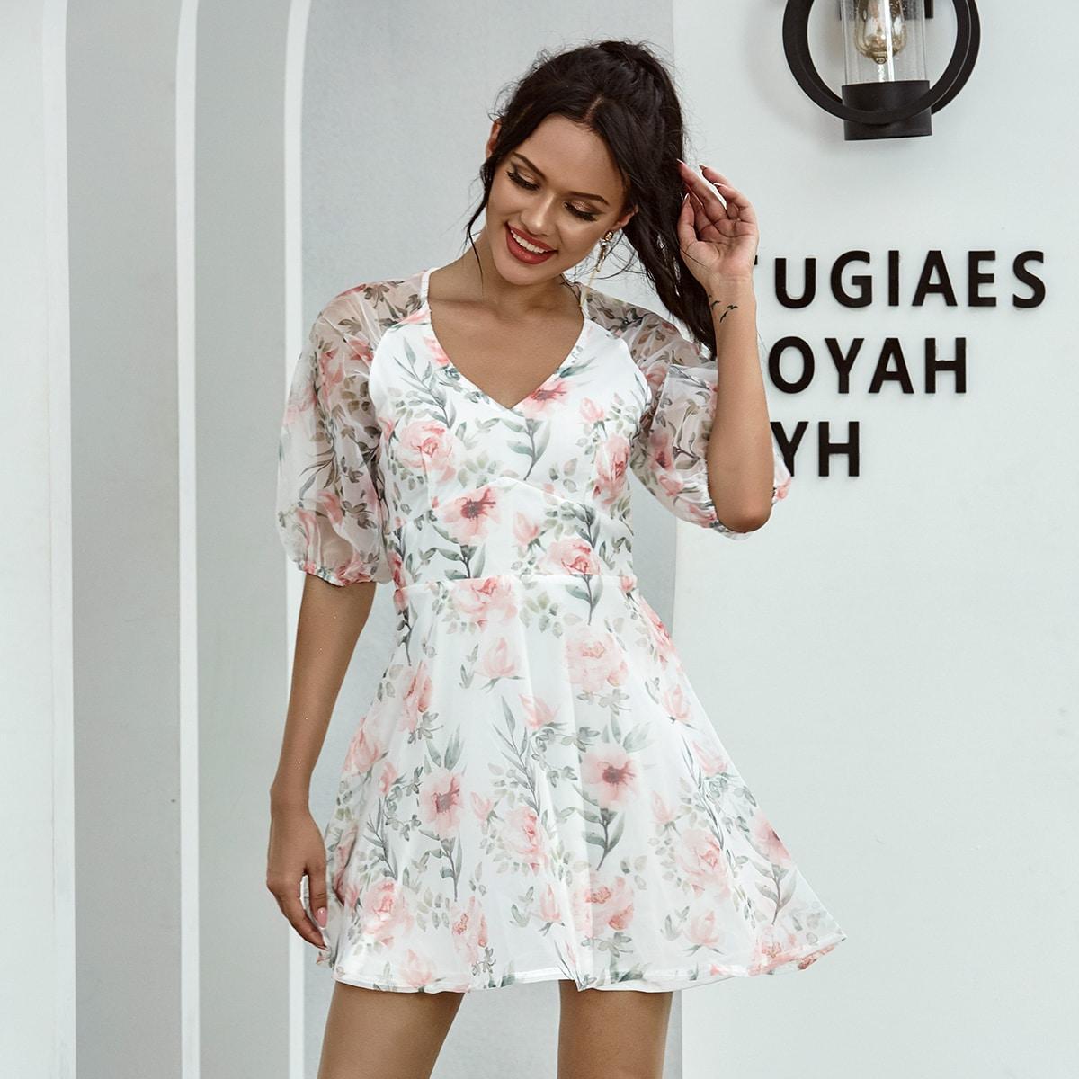 платье с цветочным принтом и прозрачным рукавом реглан