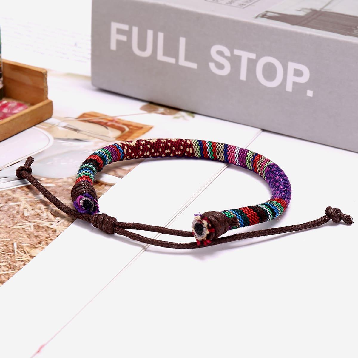 Красочный плетеный браслет
