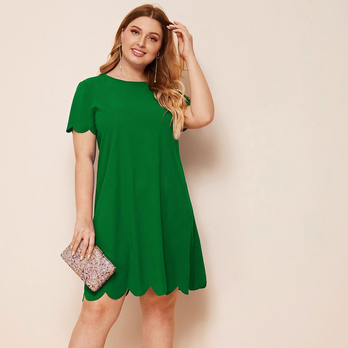 Однотонное платье размера плюс с оригинальной отделкой