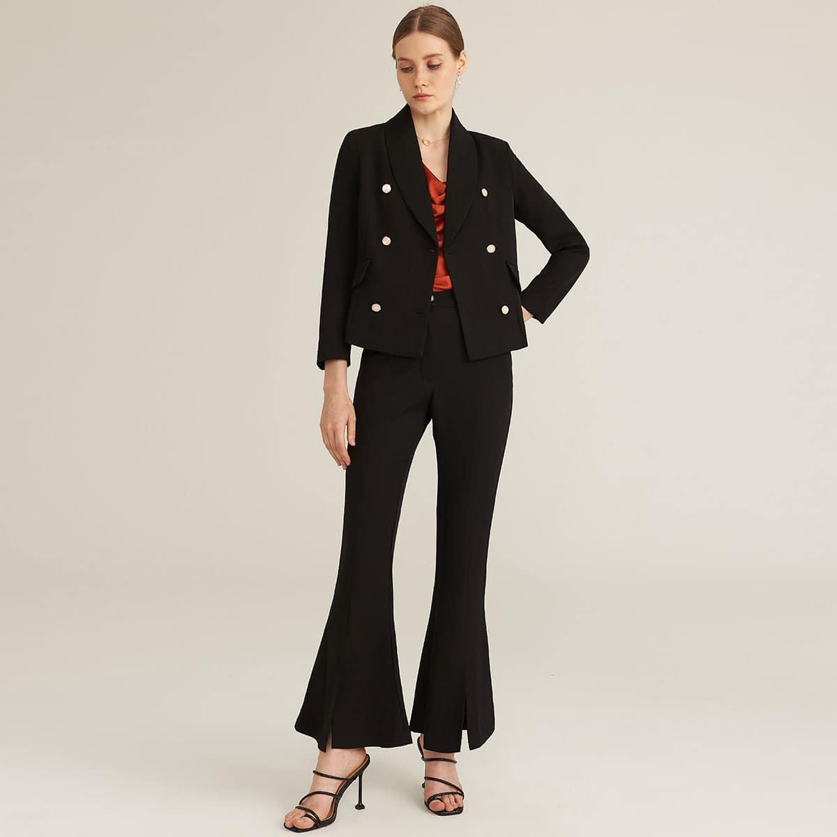 Двубортный пиджак и расклешенные брюки