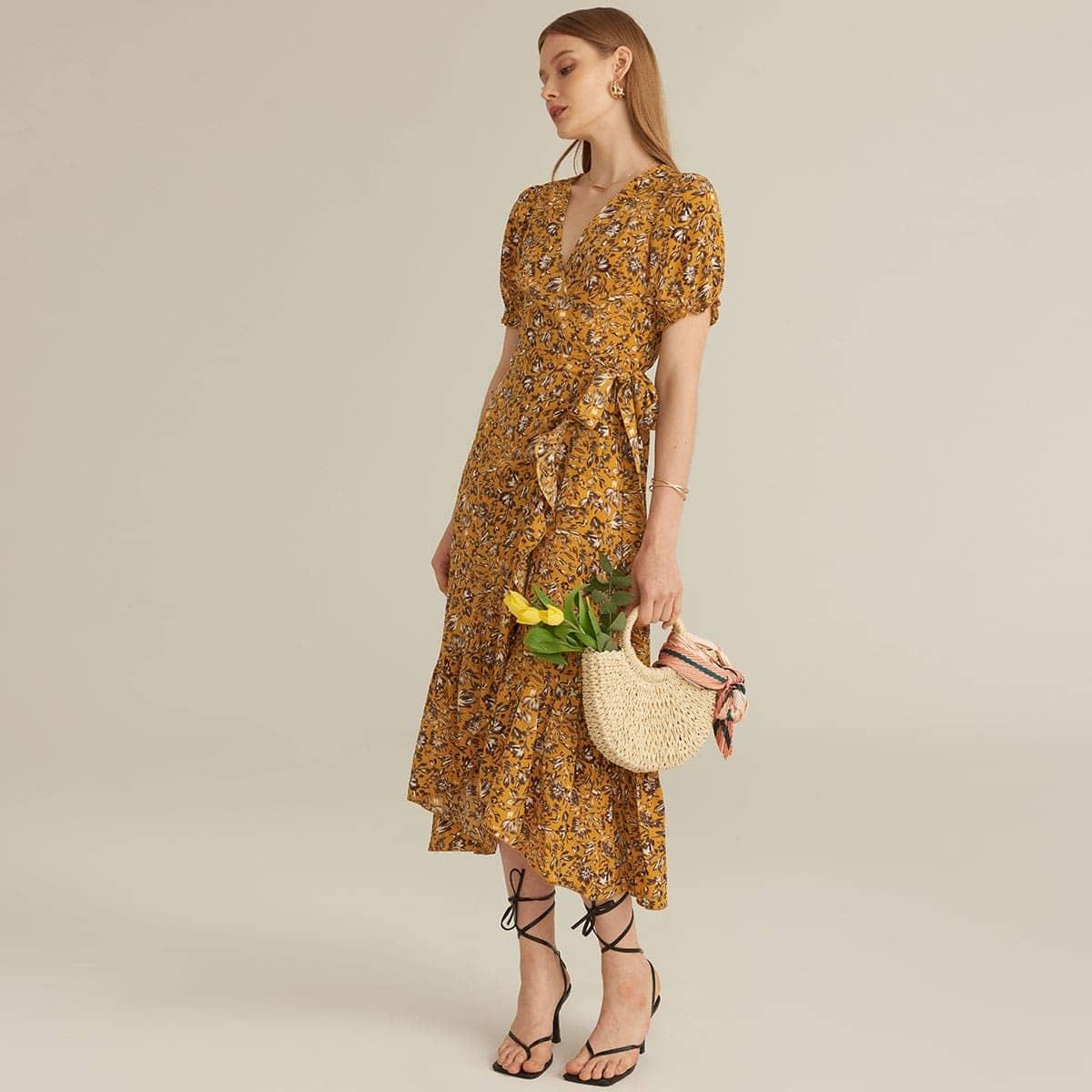 Цветочное платье на запах с пышными рукавами