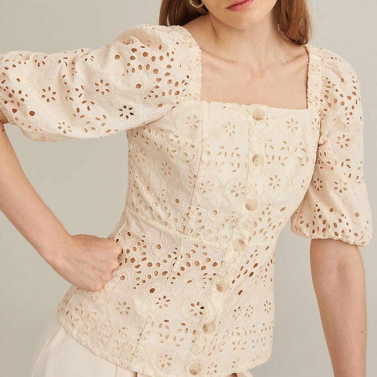 Блузка из хлопка с ажурной вышивкой
