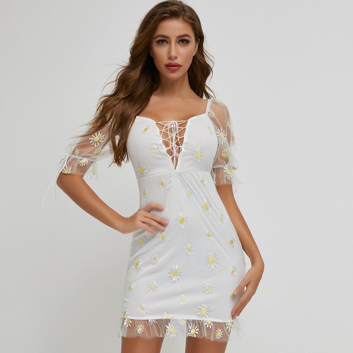сетчатое платье с цветочной вышивкой, пышным рукавом и шнурком