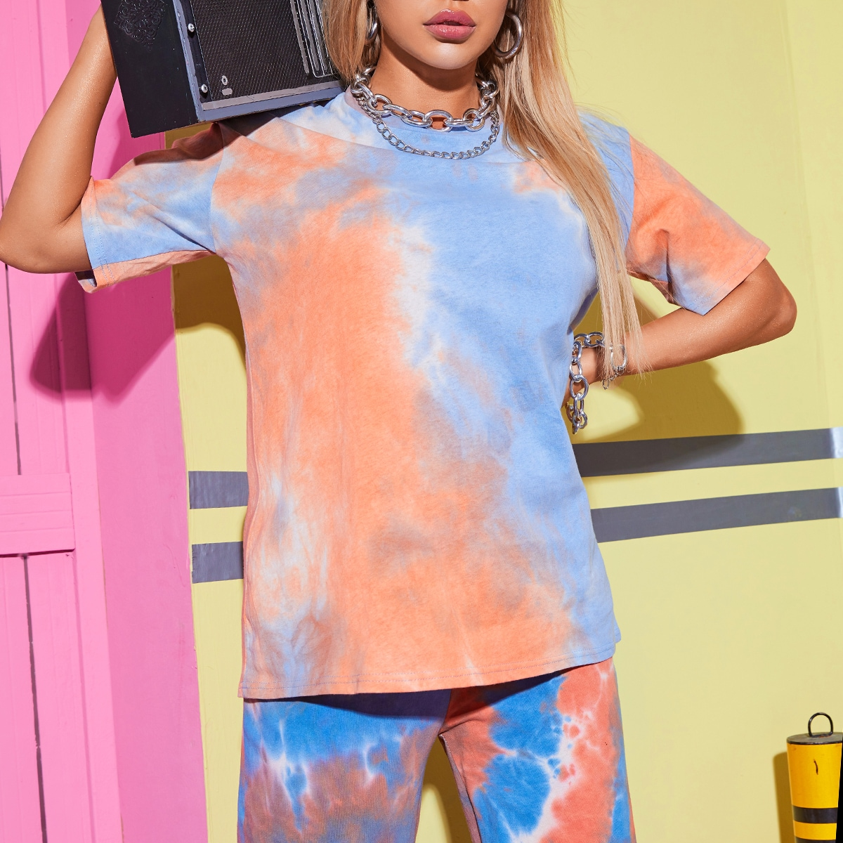 Разноцветная длинная футболка