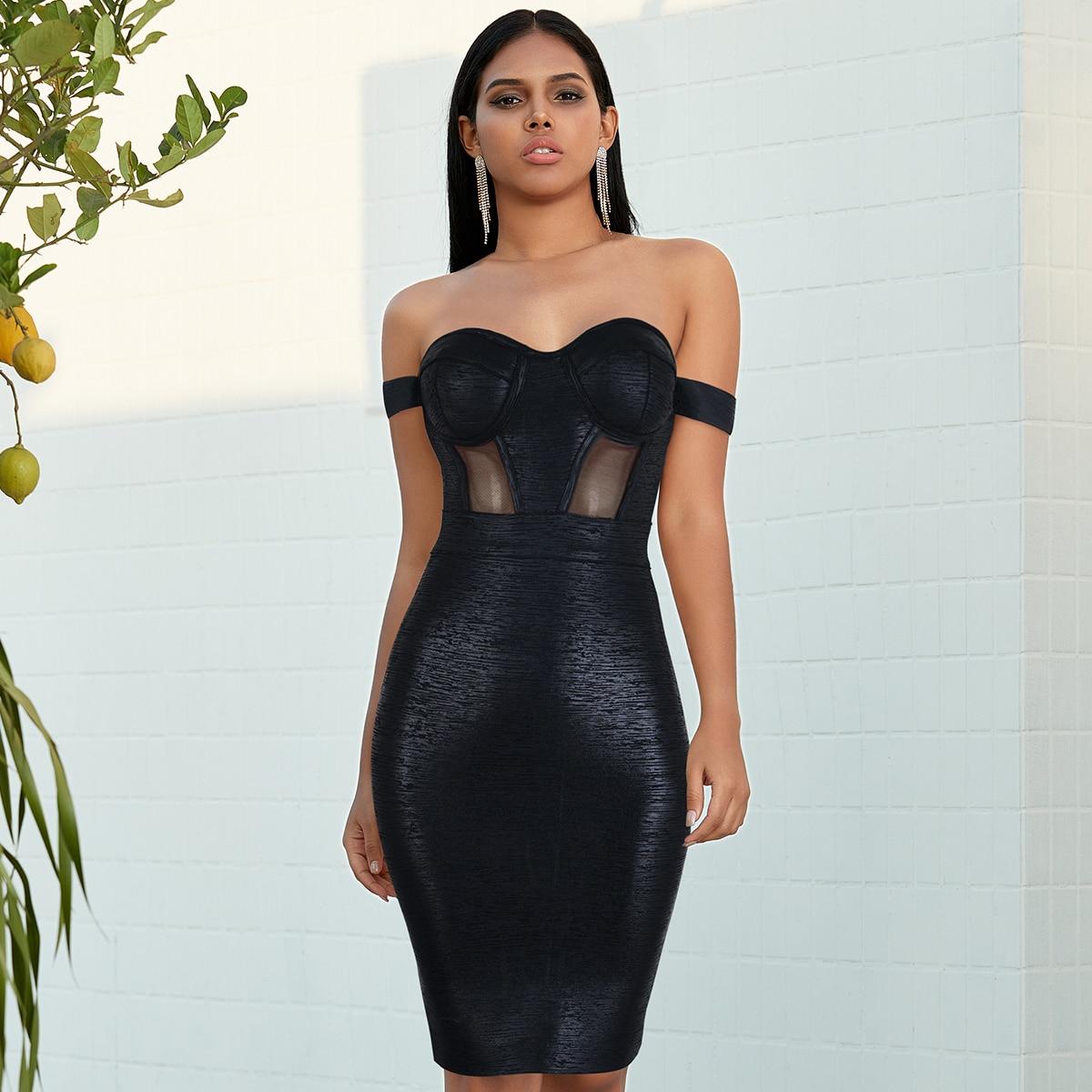 Платье с открытыми плечами и сетчатой вставкой
