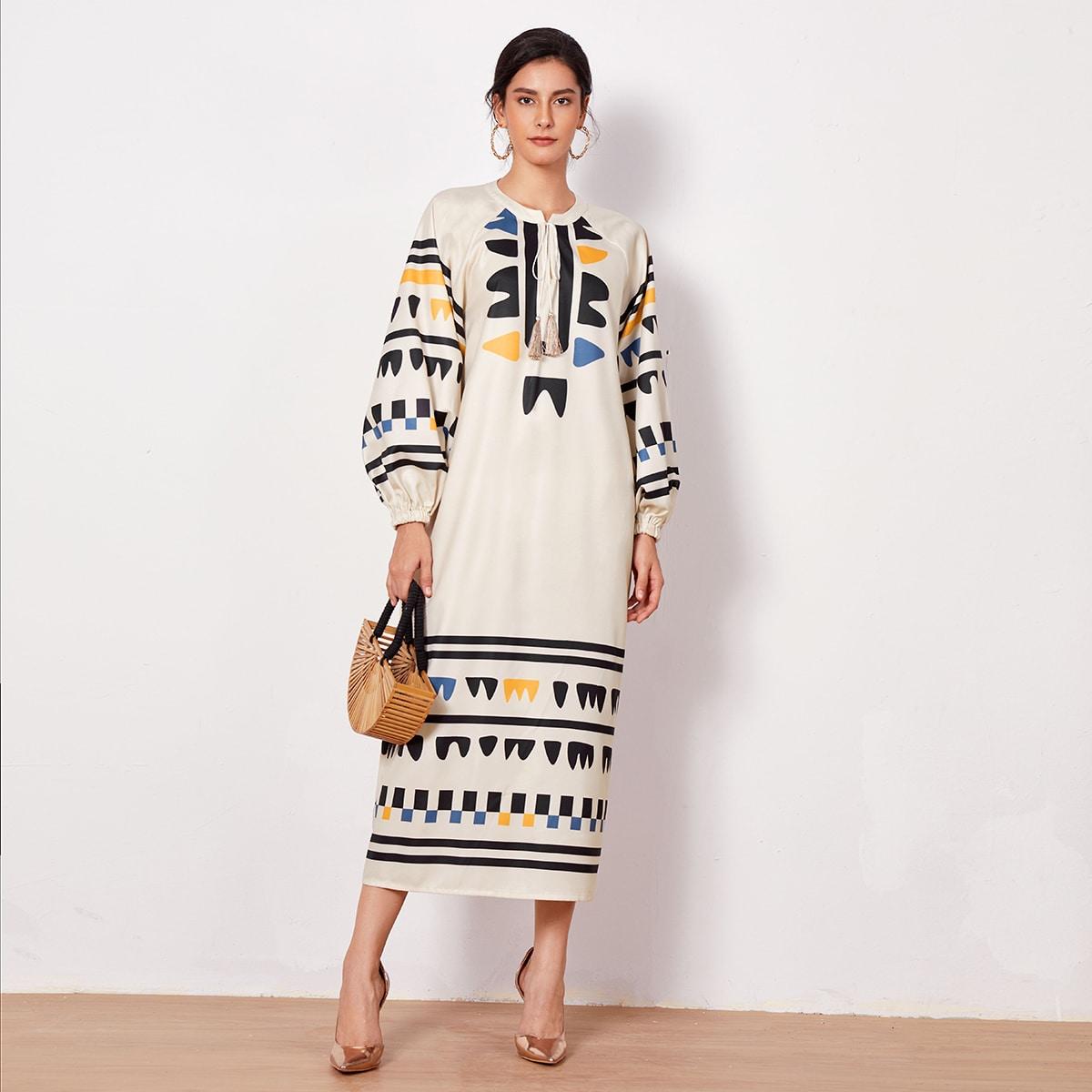 Платье с геометрическим принтом, рукавом фонариком и воротником-бантом
