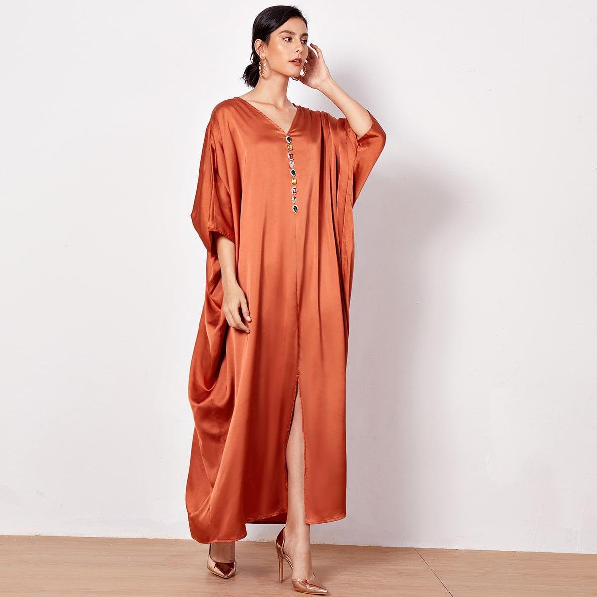 Атласное платье со стразами и разрезом