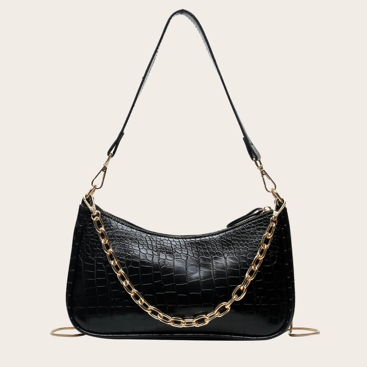 Рельефная сумка-багет с цепочкой