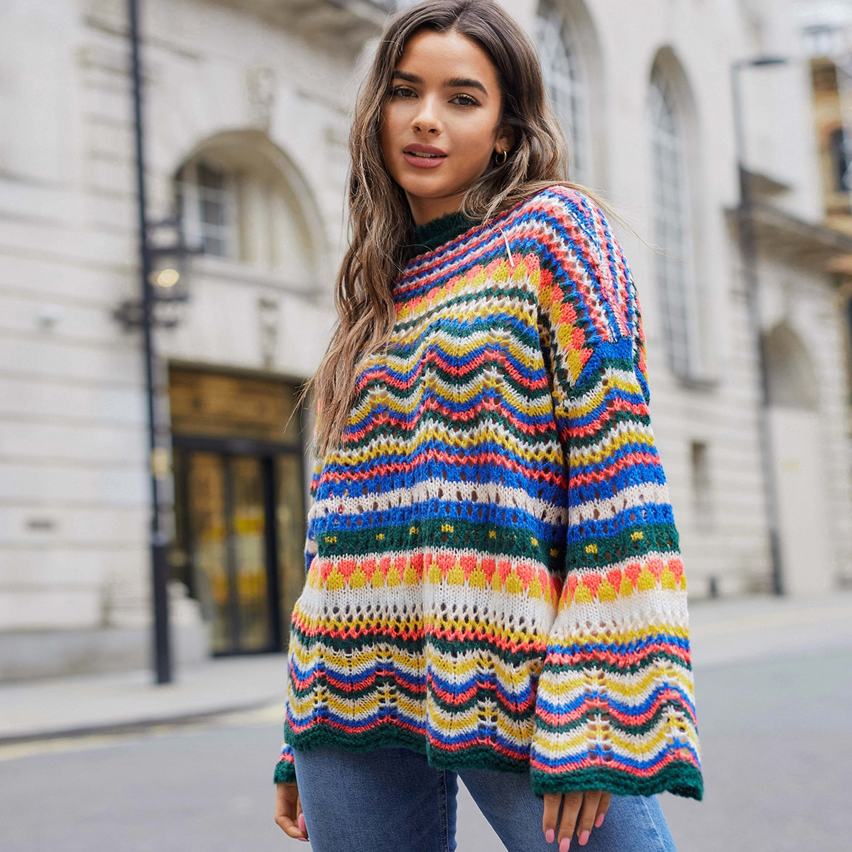 Контрастный трикотажный свитер с оригинальным рукавом