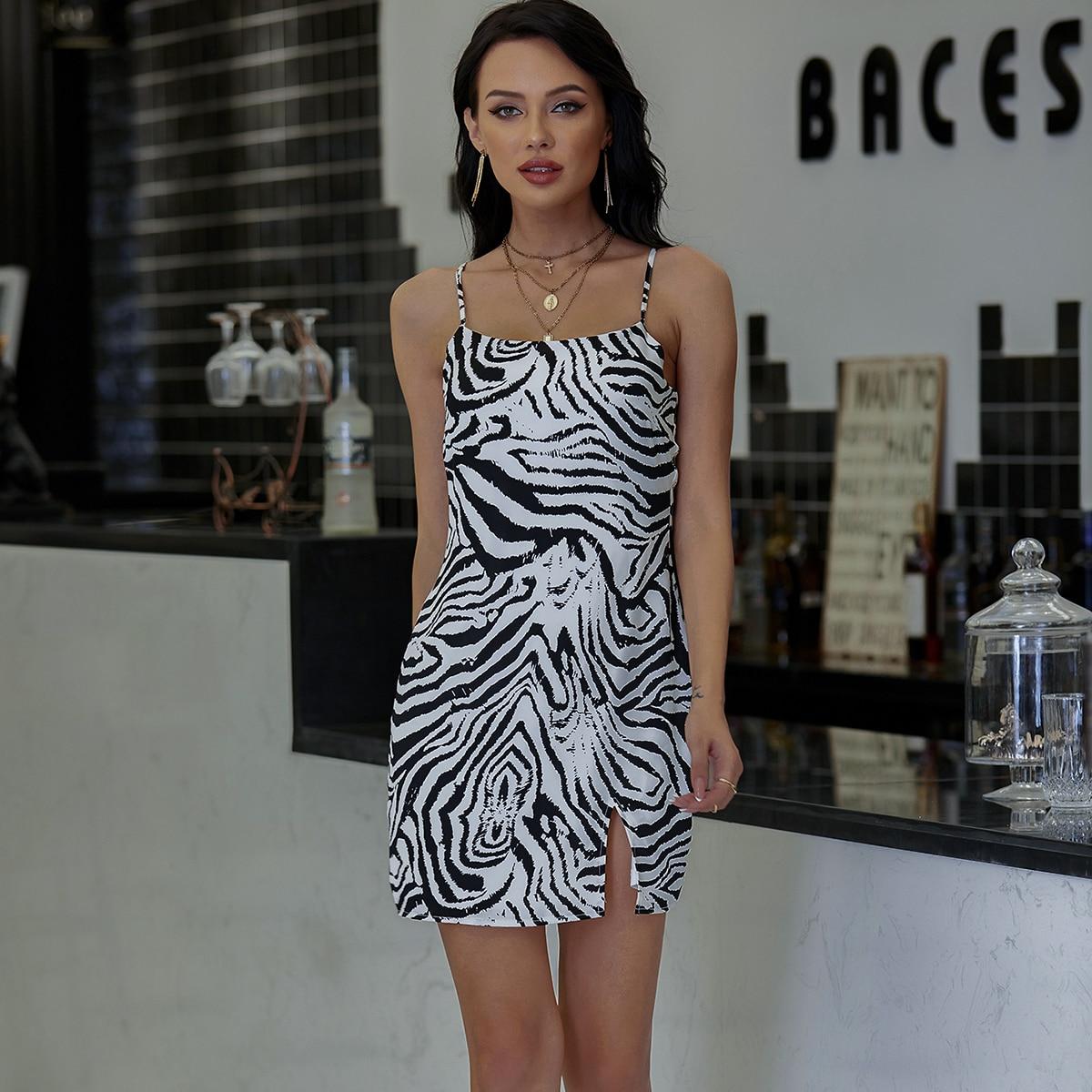 зебровое полосатое платье с разрезом
