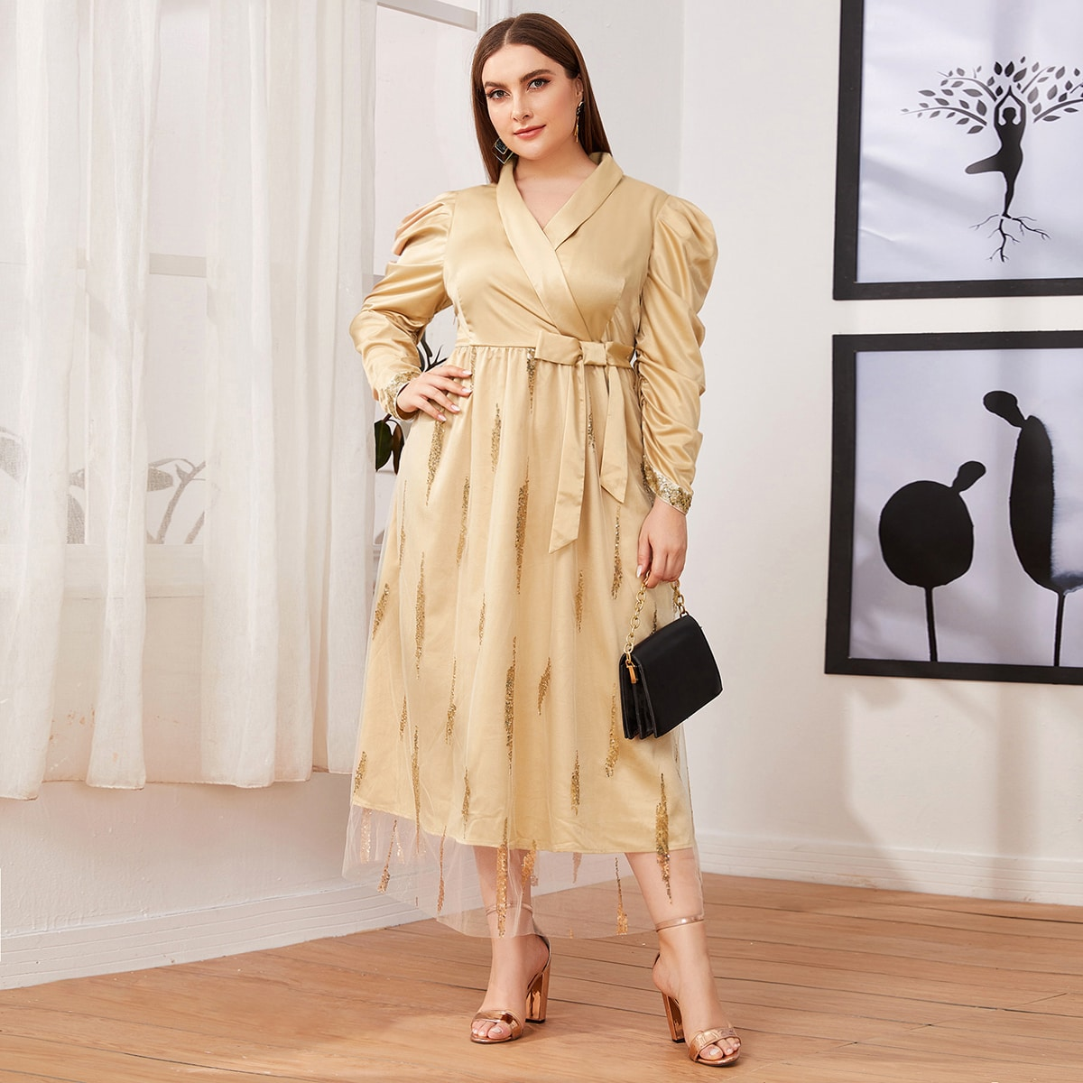 Сетчатое платье размера плюс с оригинальным рукавом и блестками