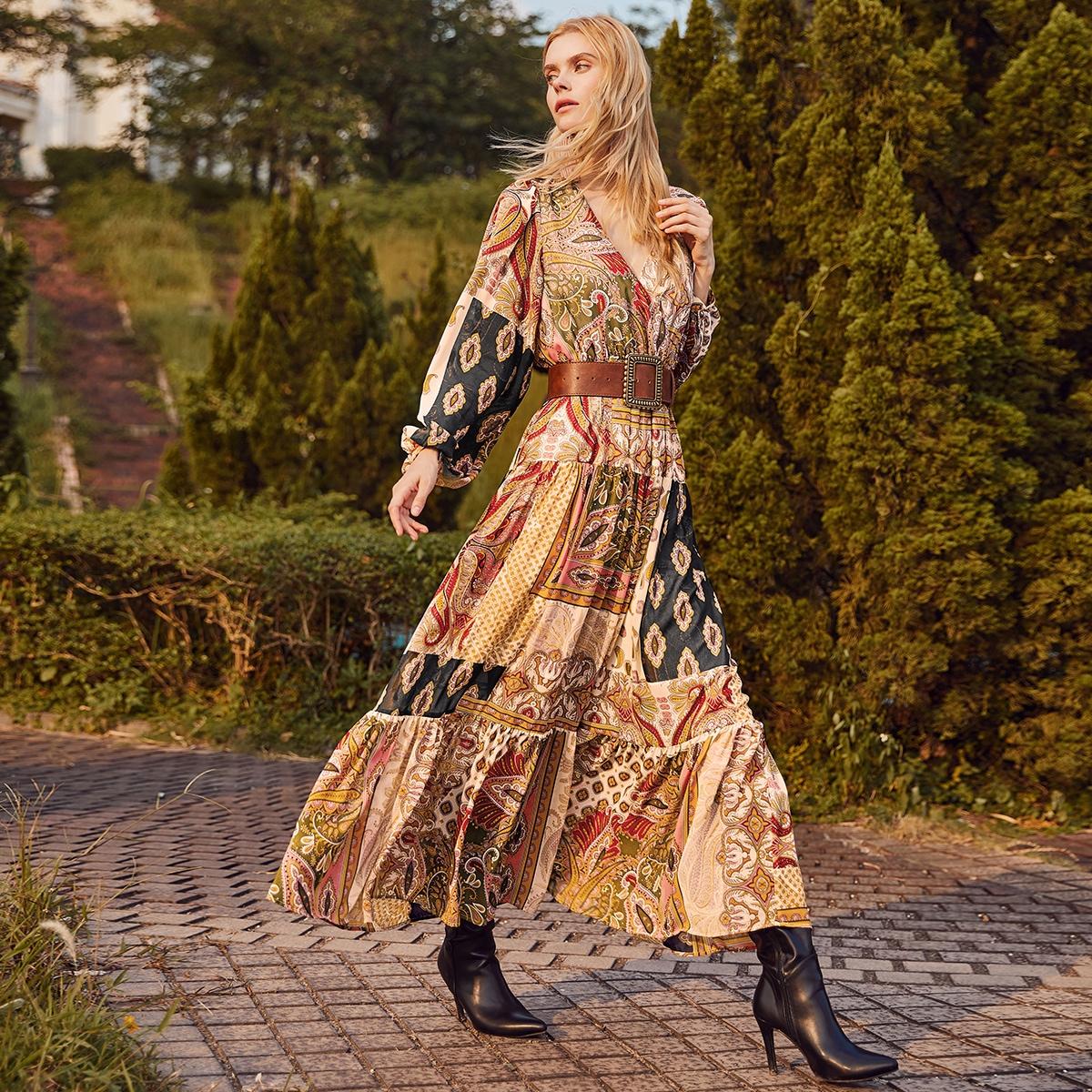 Платье с оригинальным принтом и рукавом фонариком без пояса