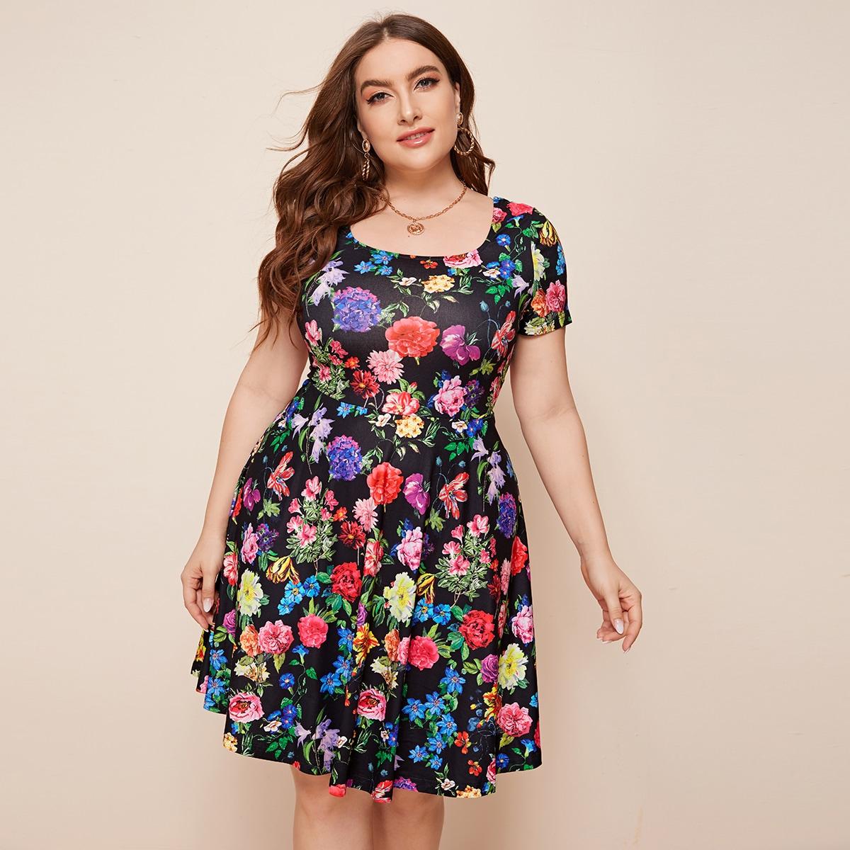 Расклешенное платье размера плюс с цветочным принтом