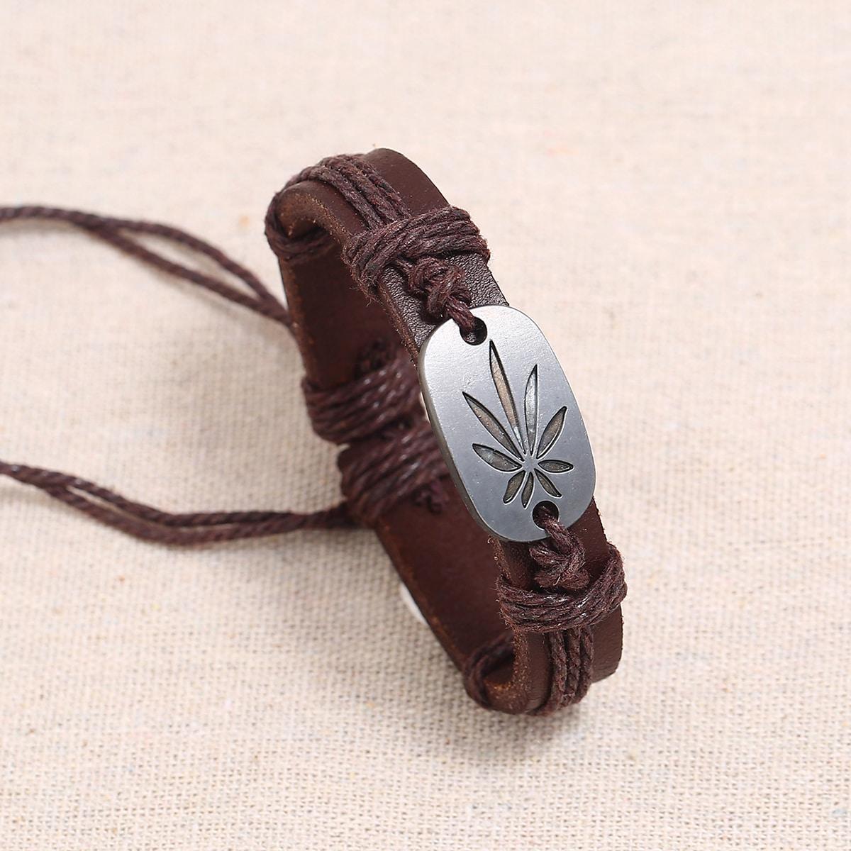 Плетеный браслет с кленовым листом