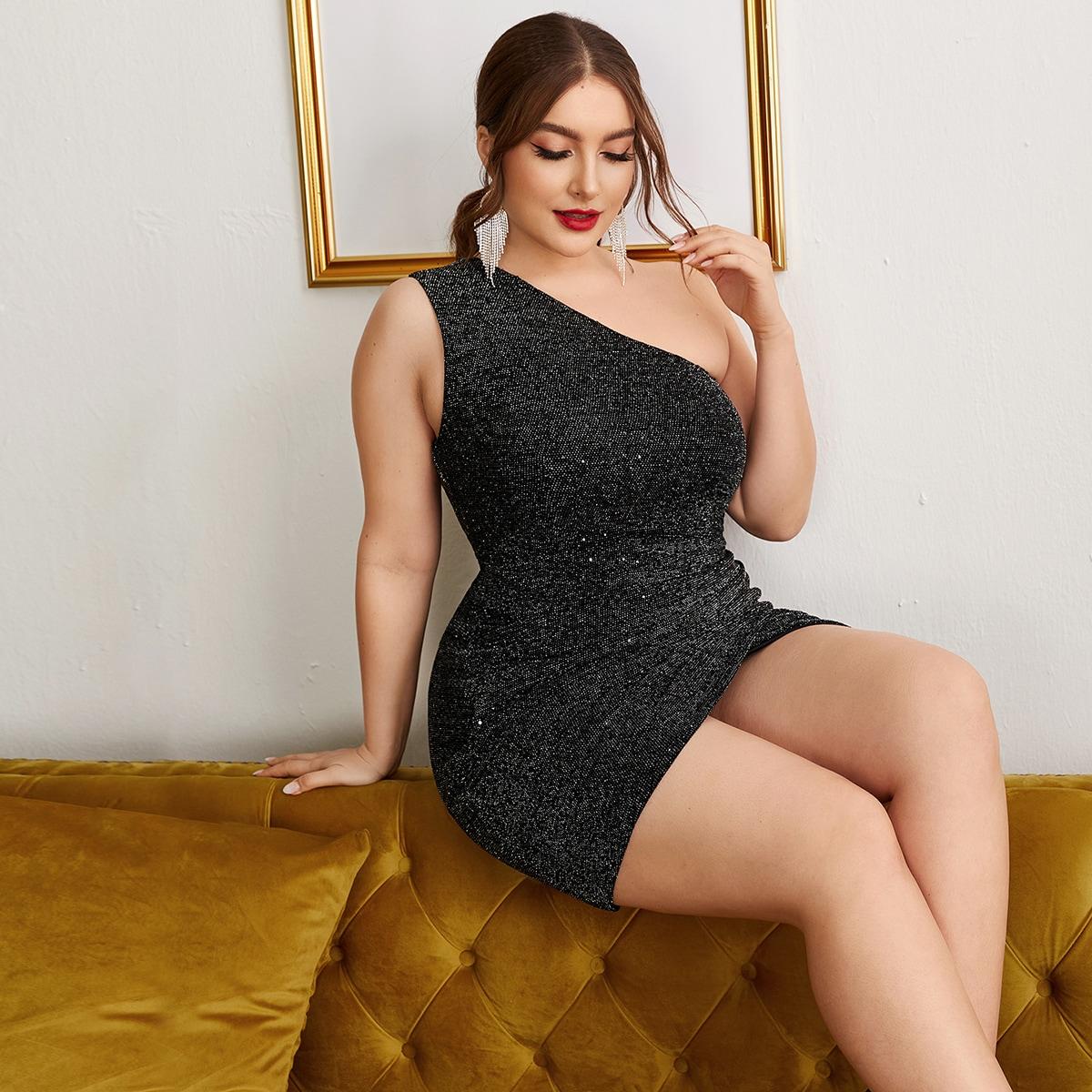 Блестящее платье размера плюс на одно плечо
