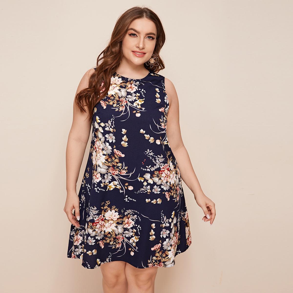 Платье размера плюс с цветочным принтом без рукавов