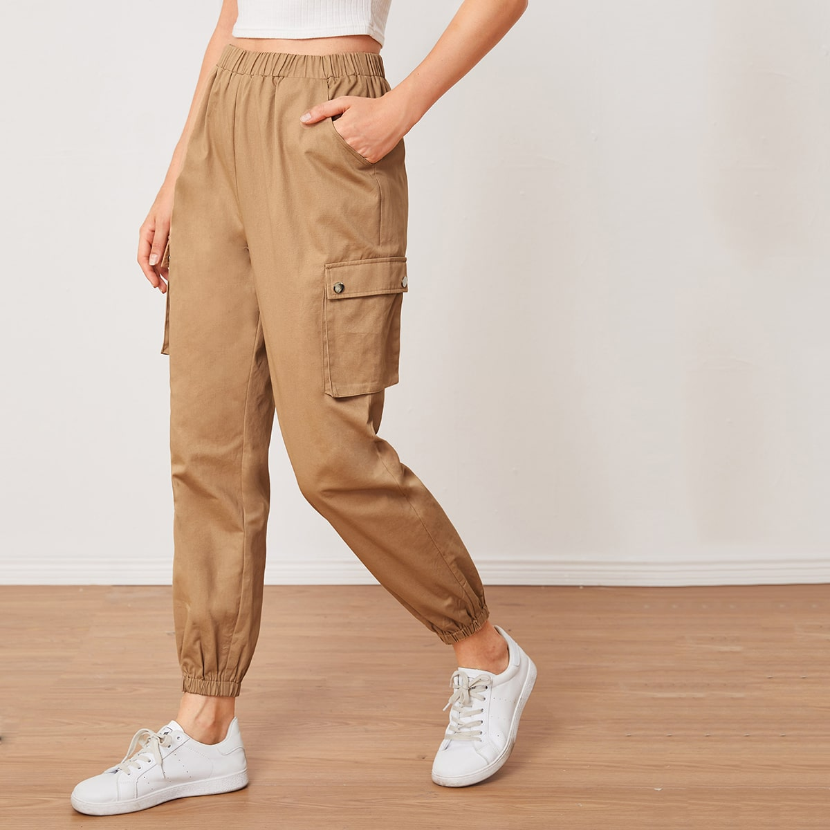 Однотонные брюки с карманом