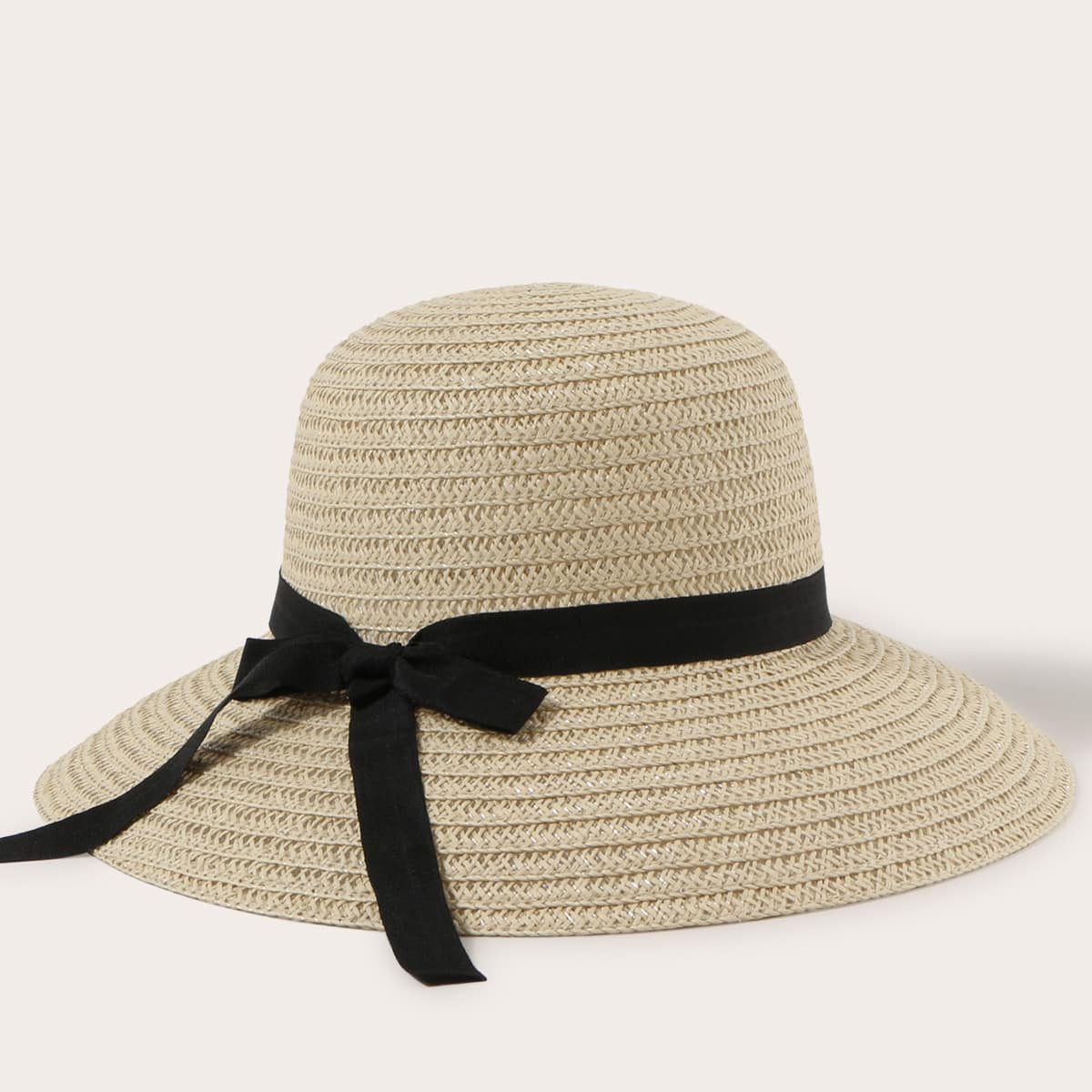 Соломенная шляпа с бантом