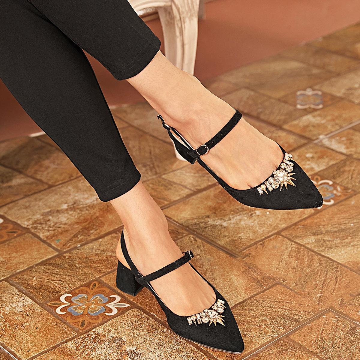 Туфли с массивным каблуком и стразами