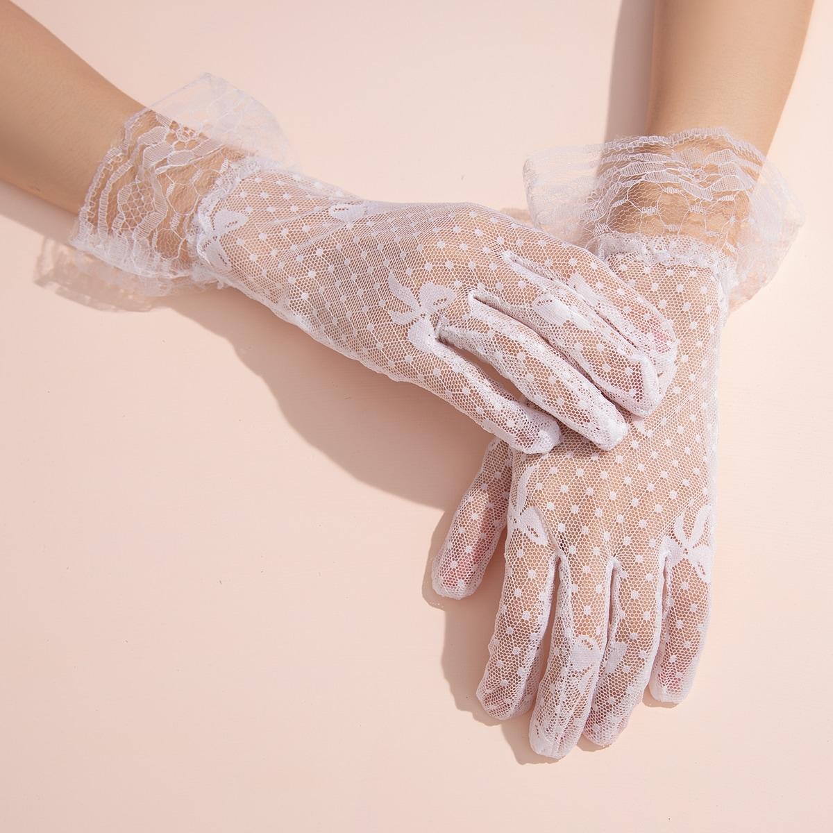 Кружевные перчатки с рисунком