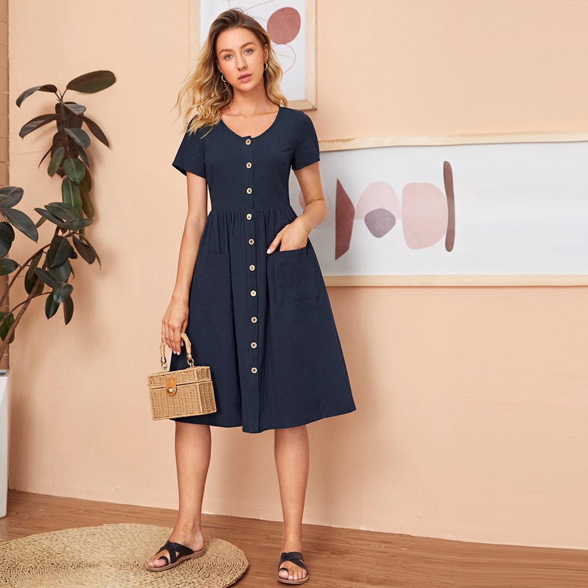 Платье с карманом и пуговицами