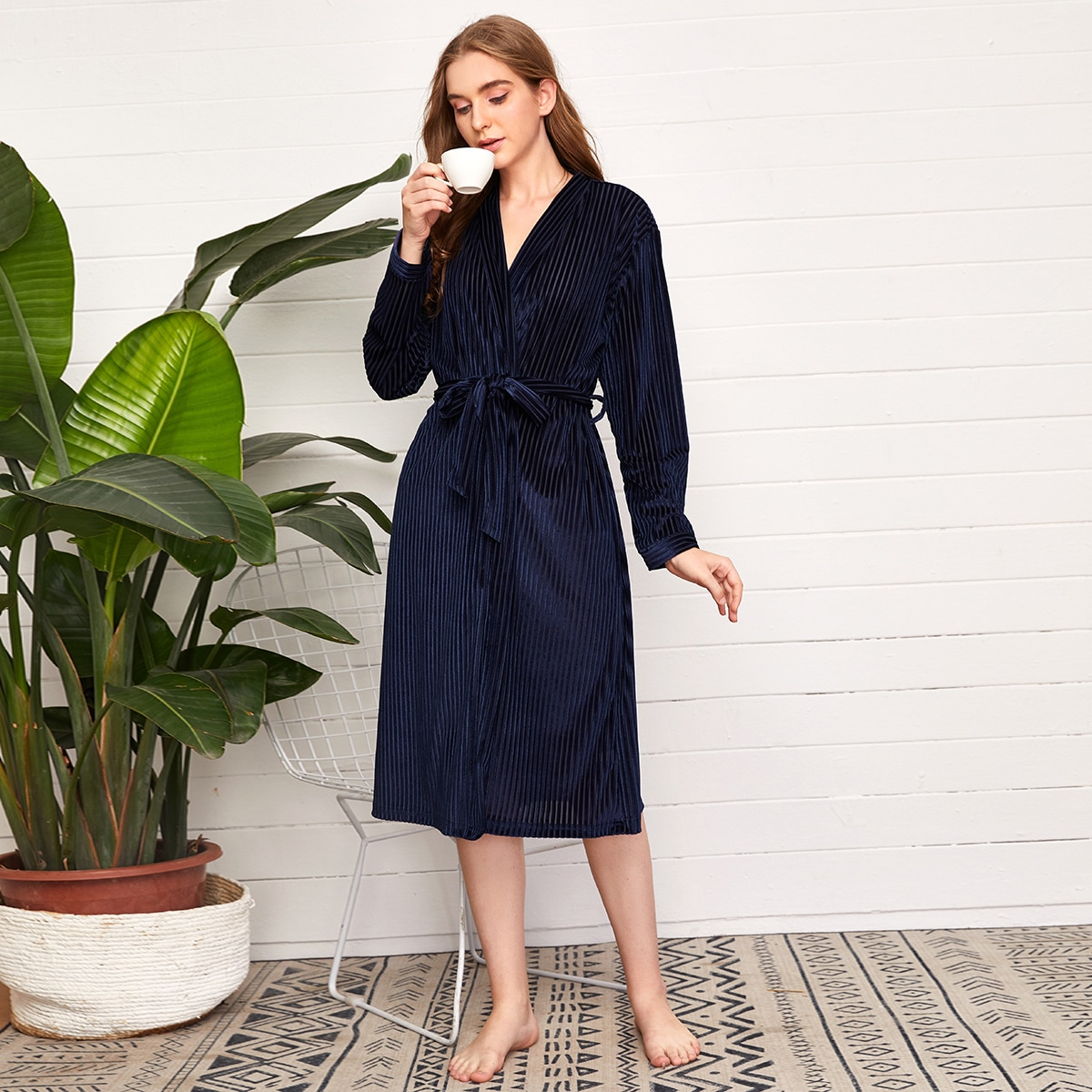 Темно-синий с поясом одноцветный элегантный ночной халат