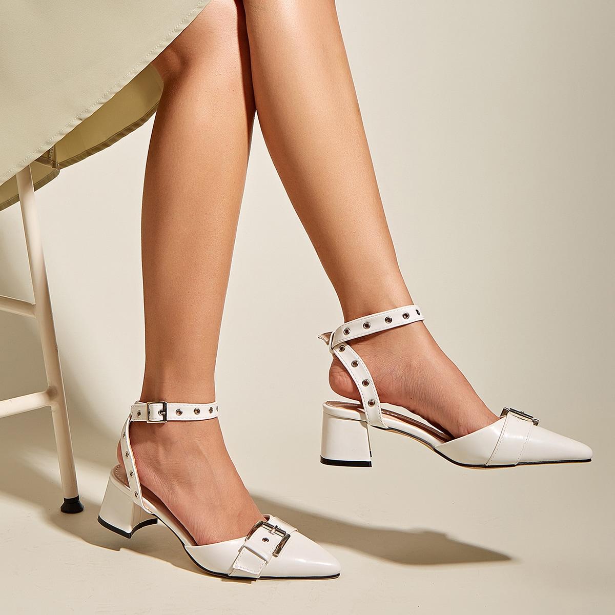 Туфли с массивным каблуком и ремешком