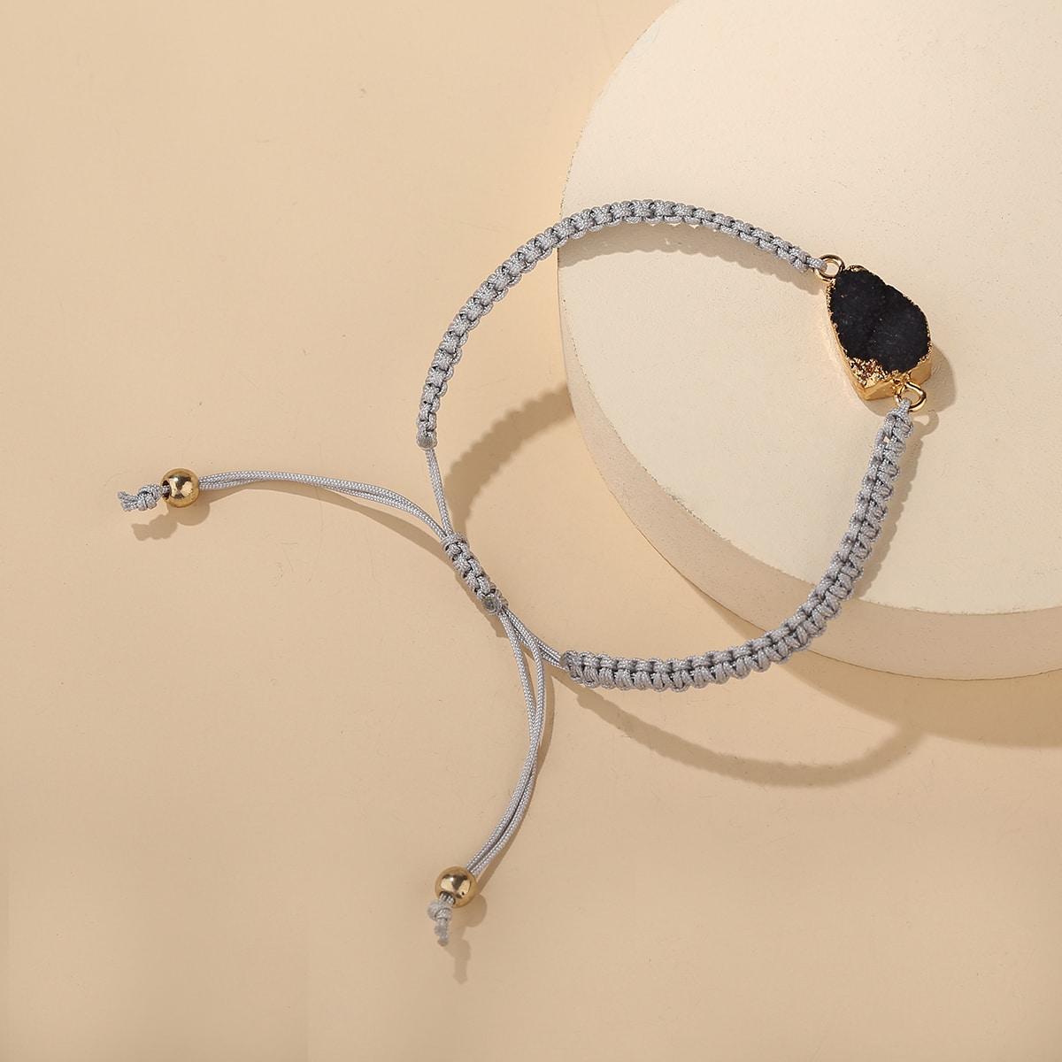 Плетеный браслет с декором камня
