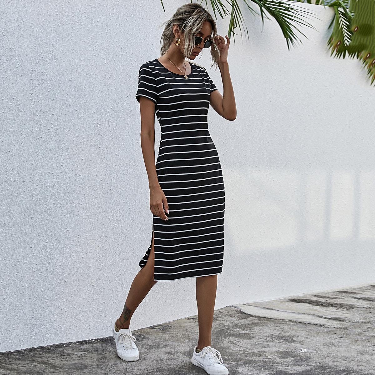 Платье-футболка в полоску с разрезом