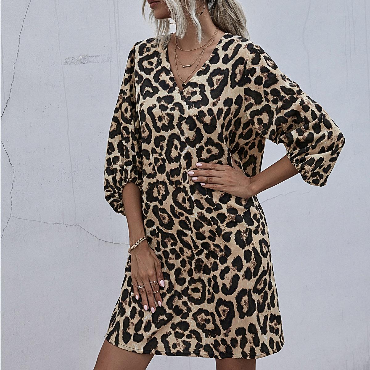 Платье с рукавом фонариком и леопардовым принтом