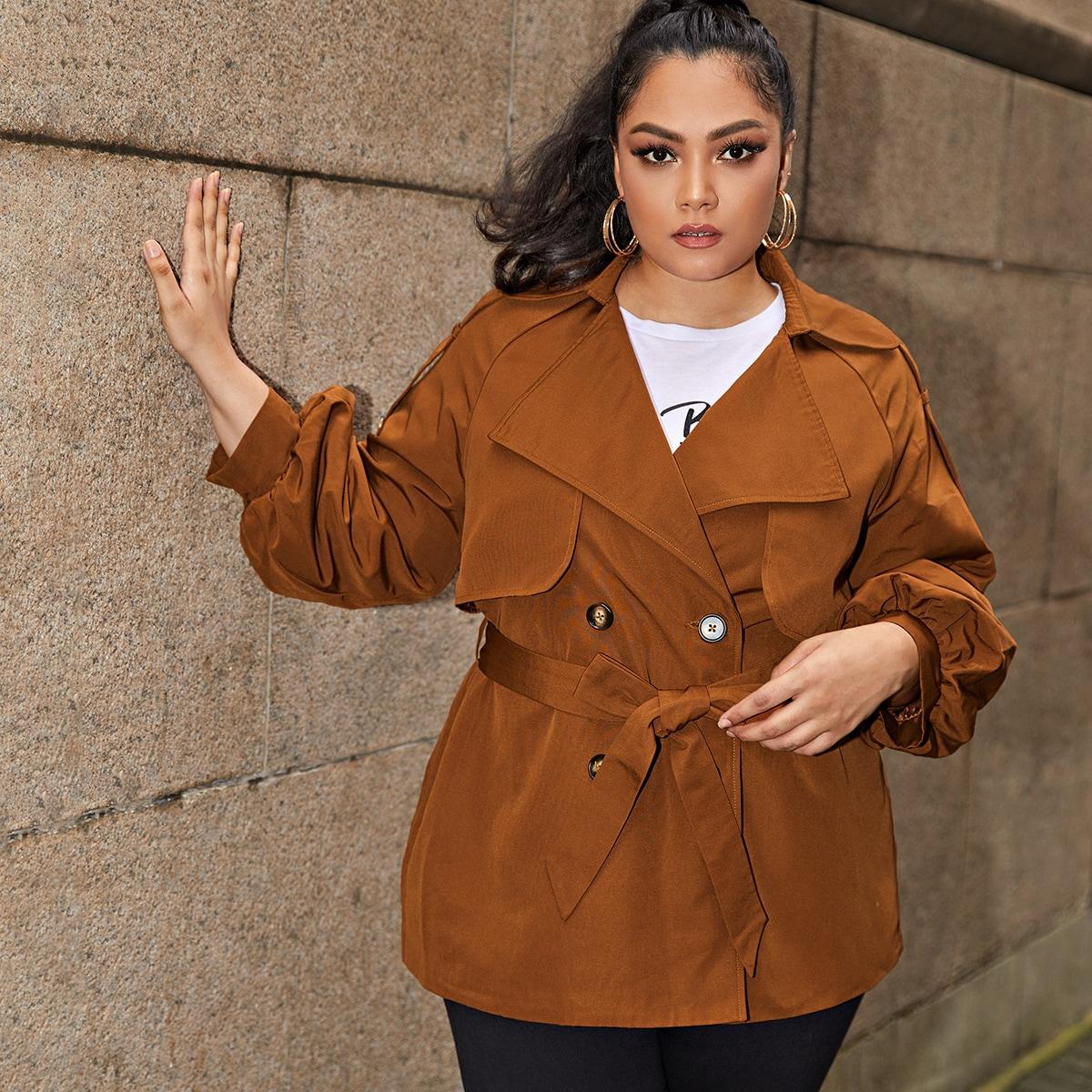 Пальто размера плюс с поясом и пуговицами