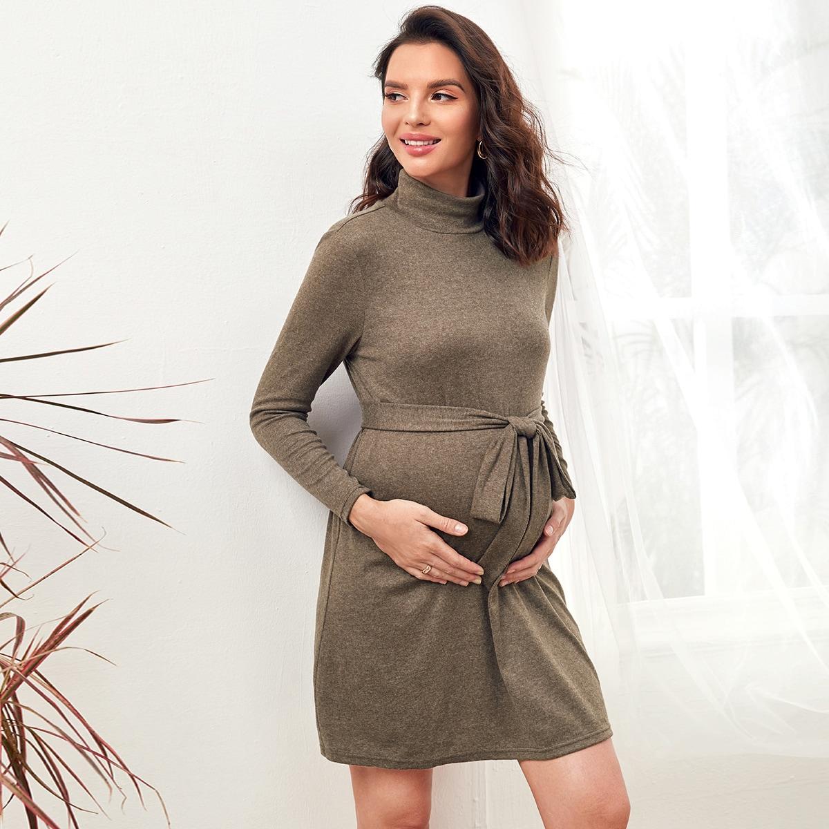 Платье для беременных с высоким воротником и поясом