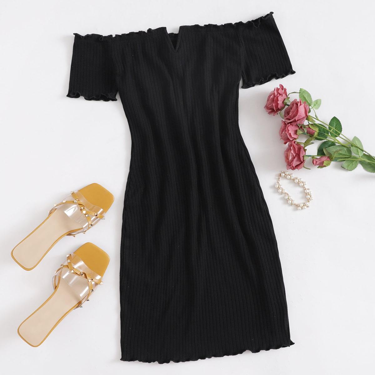 Платье размера плюс с открытыми плечами и оригинальной отделкой