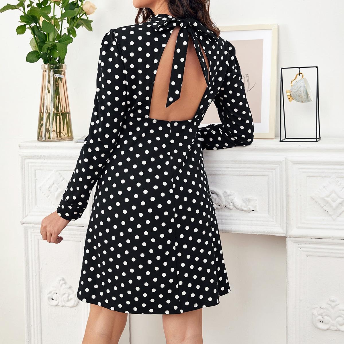 Платье в горошек с воротником-стойкой для беременных