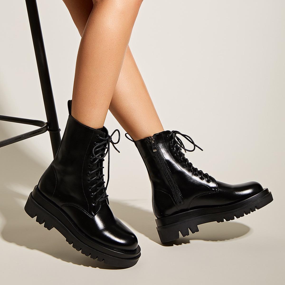 Минималистские сапоги на шнурках
